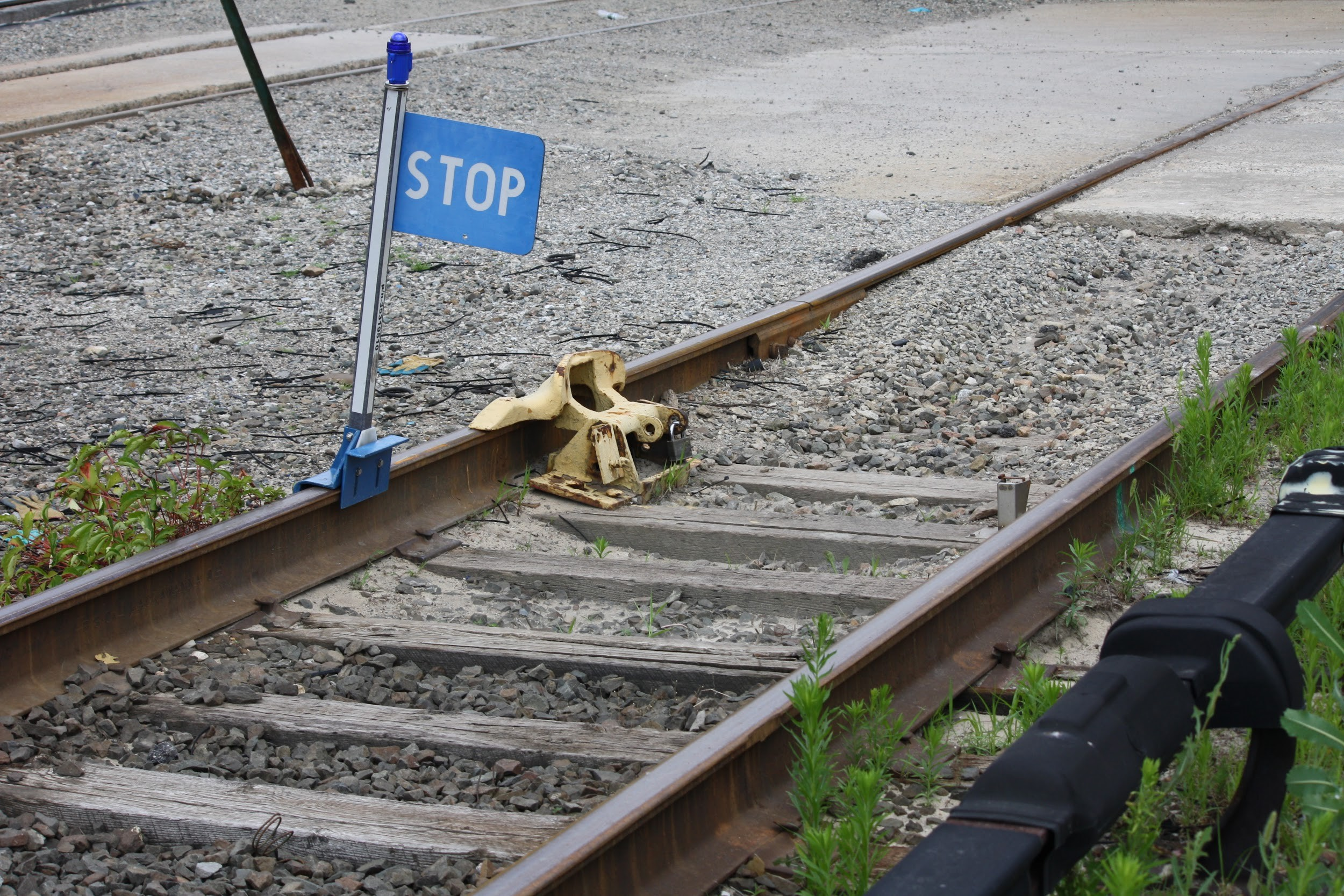 stop-sign-on-railroad-track.jpg